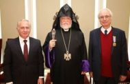 "Catholicos Aram I awards ""Knight of Cilicia"" medal to Tigran Mansurian"