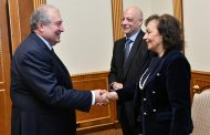 Armenia President hosts French-Armenian singer Rosy Armen